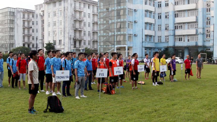 Phần lễ bế mạc diễn ra trên tinh thần nhanh, gọn, có sự tham gia đầy đủ từ BTC đến tổ trọng tài và các cầu thủ, ban huấn luyện của 5 đội.