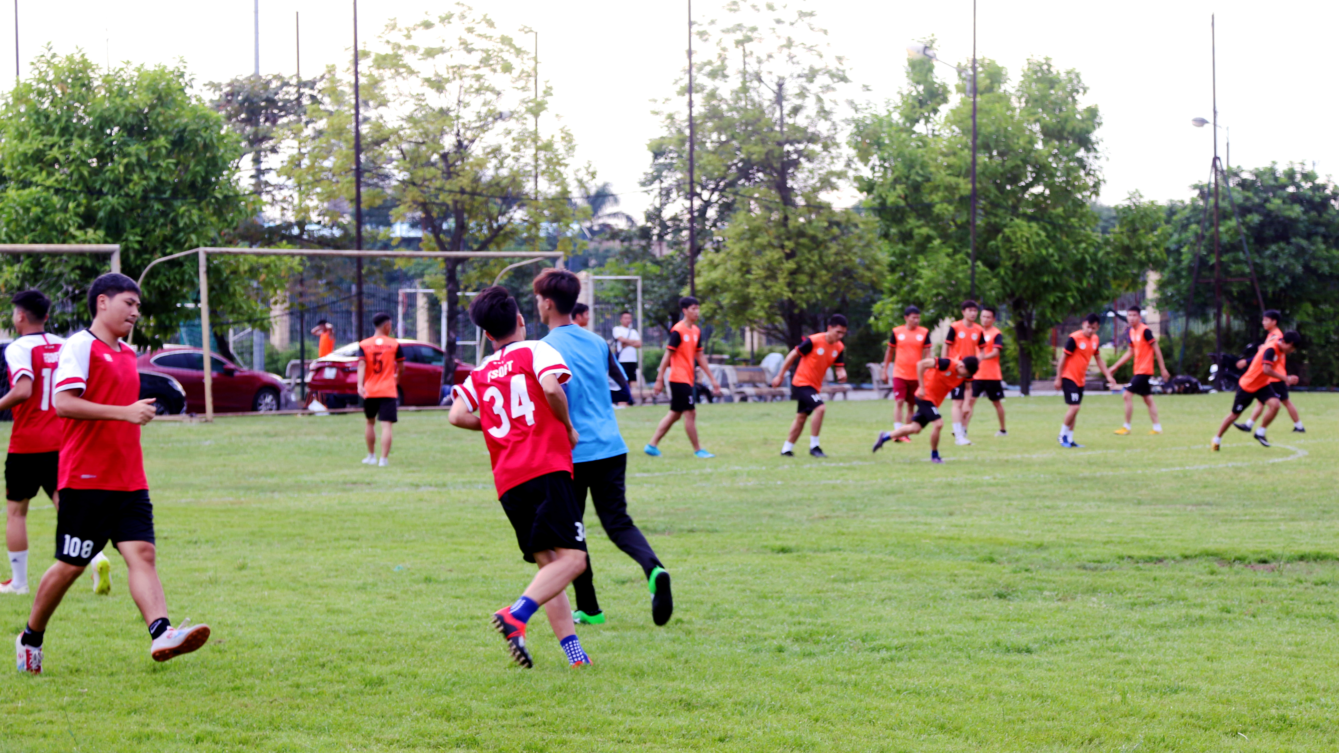 Chiều ngày 11/9, loạt trận đấu vòng 5/5 (vòng tròn tính điểm) giải bóng đá FPT Cup diễn ra cùng giờ với hai trận đấu giữa FPT Software gặp FPT Telecom, TP Bank đối đầu với FPT Education. Đây là loạt trận bế mạc giải đấu, quyết định thành tích của các đội để tìm ra nhà vô địch.