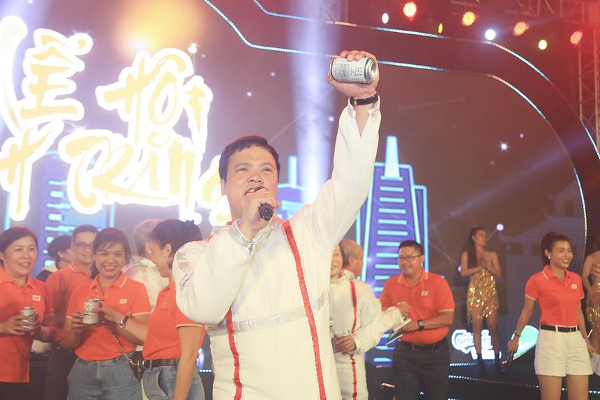 """Anh Nguyễn Văn Khoa chúc người nhà F phía Nam có một đêm rước đèn thật vui và """"quẩy hết mình""""."""