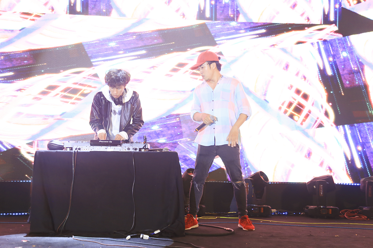 Beatboxer Trần Thái Sơn lên sân khấu chung tay khuấy động không khí với DJ HòaProX.