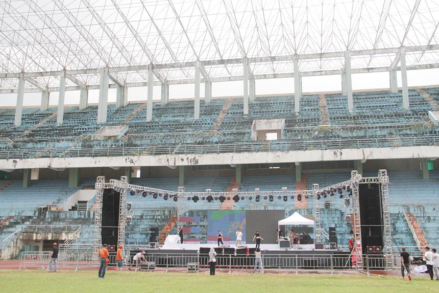 Tất cả các khâu về sân khấu, đừng chạy, mini game... đều đã được hoàn tất. Sân khấu và hệ thống âm thanh, ánh sáng được trang bị hiện đại để đảm bảo một đêm nhạc hoành tráng.