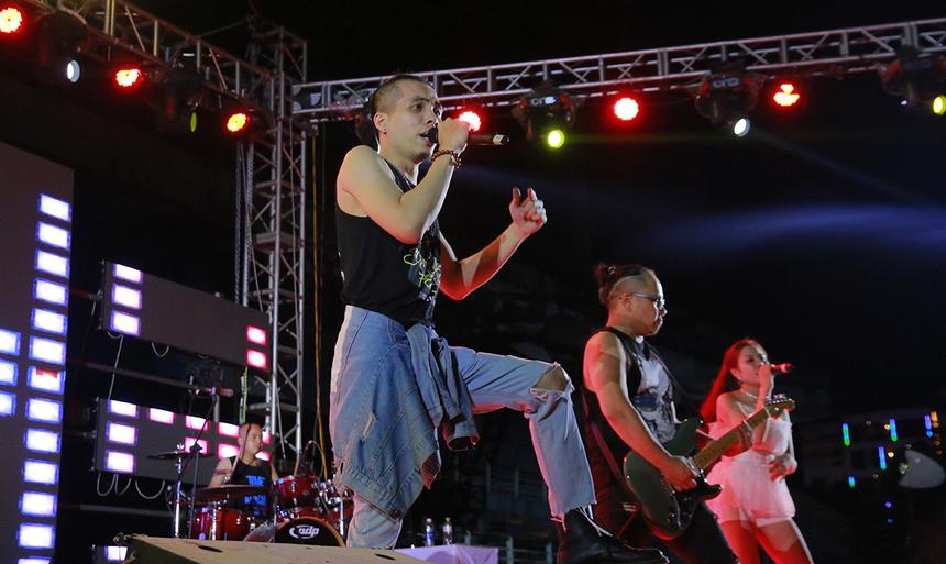 Không kém phần hấp dẫn là sự hiện của nhóm nhạc True Blood. Những màn trình diễn nhạc DJ cũng đem đến nhiều trải nghiệm thú vị cho khán giả...