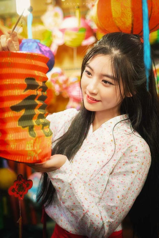 Nguyễn Bùi Nam Phương (sinh năm 1999, ngành Digital Marketing, ĐH FPT) có nụ cười hiền, trong sáng và má lúm xinh xắn trên khuôn mặt.Cô gái đến từ TP HCM gây ấn tượng với ban giám khảo và khán giả cuộc thi Miss Teen 2017 với gương mặt nữ tính, đẹp nhẹ nhàng.