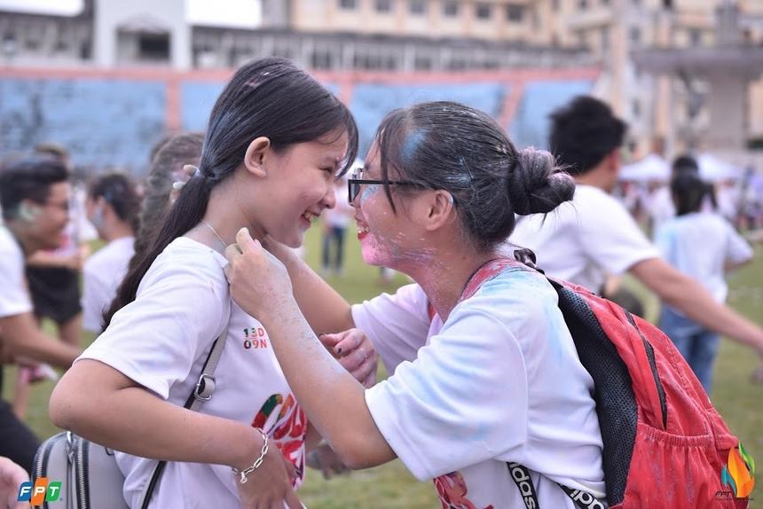 Lễ hội Color Fest chào mừng sinh nhật Tập đoàn khu vực miền Trung được tổ chức tại sân bóng Chi Lăng vào chiều 13/9, với sự tham gia của hơn 2.5000 người.