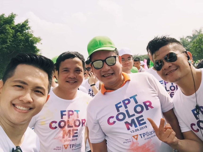 Chủ tịch FPT Trương Gia Bình là một trong những VĐV bám trụ đường chạy lâu nhất. Anh trong nhóm xuất phát đầu tiên, sau đó lại đồng hành cùng anh em top cuối về đích.