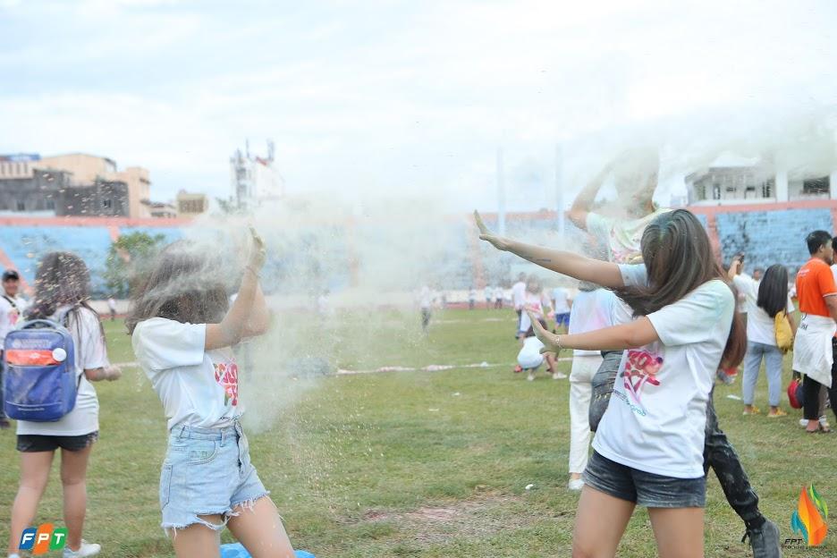 Color Fest là dịp để mọi người trải nghiệm những khoảnh khắc thoải mái, chia sẻ niềm vui cùng đồng nghiệp.