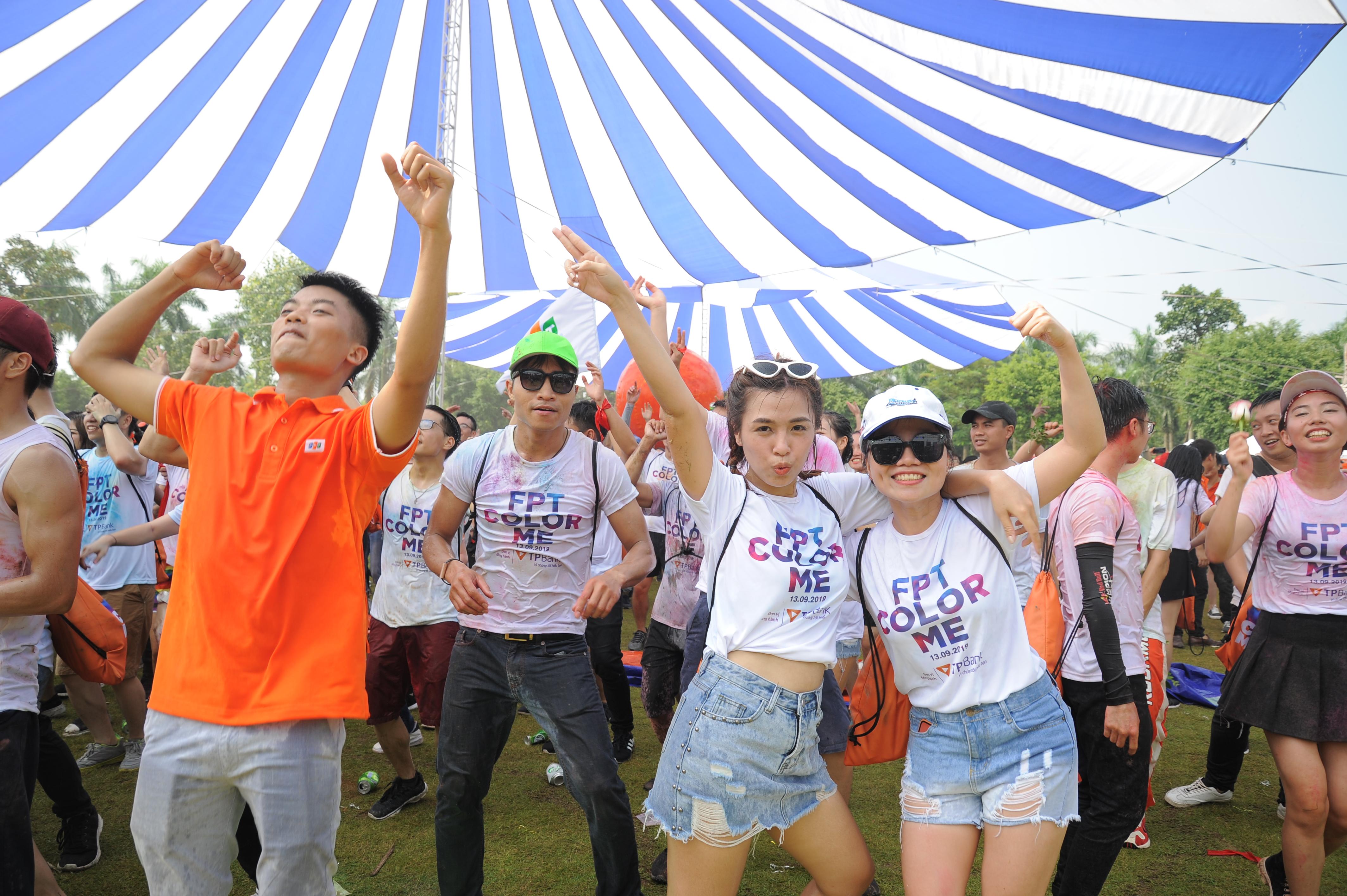 Khoảnh khắc về đích cũng là lúc hòa mình trong lễ hội beer và nhạc DJ sôi động.