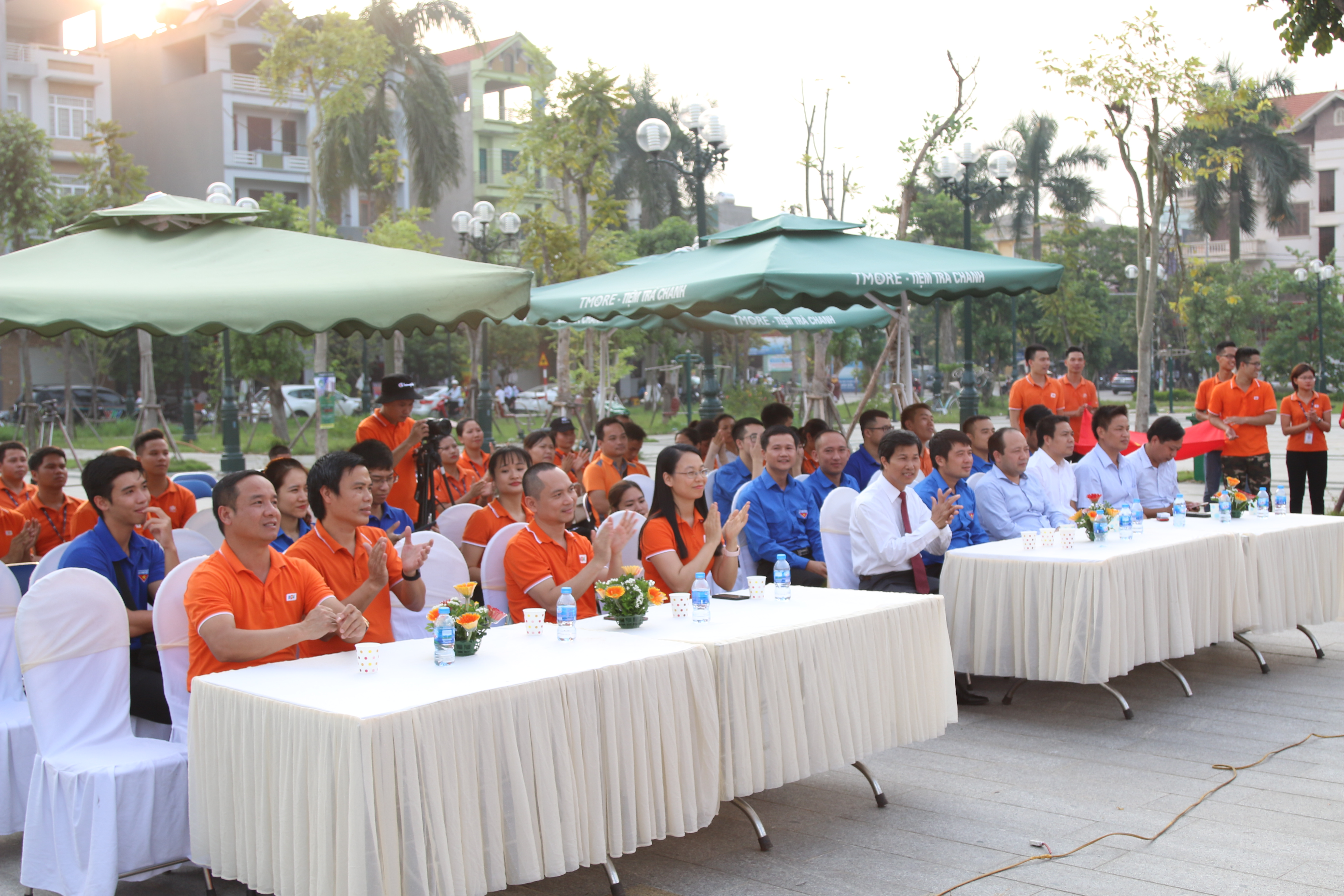 Đến với buổi lễ khánh thành sân chơi cho trẻ em có các lãnh đạo của tỉnh Bắc Ninh, thị xã Từ Sơn, Tỉnh đoàn và đoàn CBNV FPT Telecom.