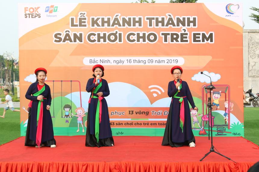 Mở đầu chương trình là làn điệu quan họ Bắc Ninh do các bé ngay chính quê hương Từ Sơn thể hiện.
