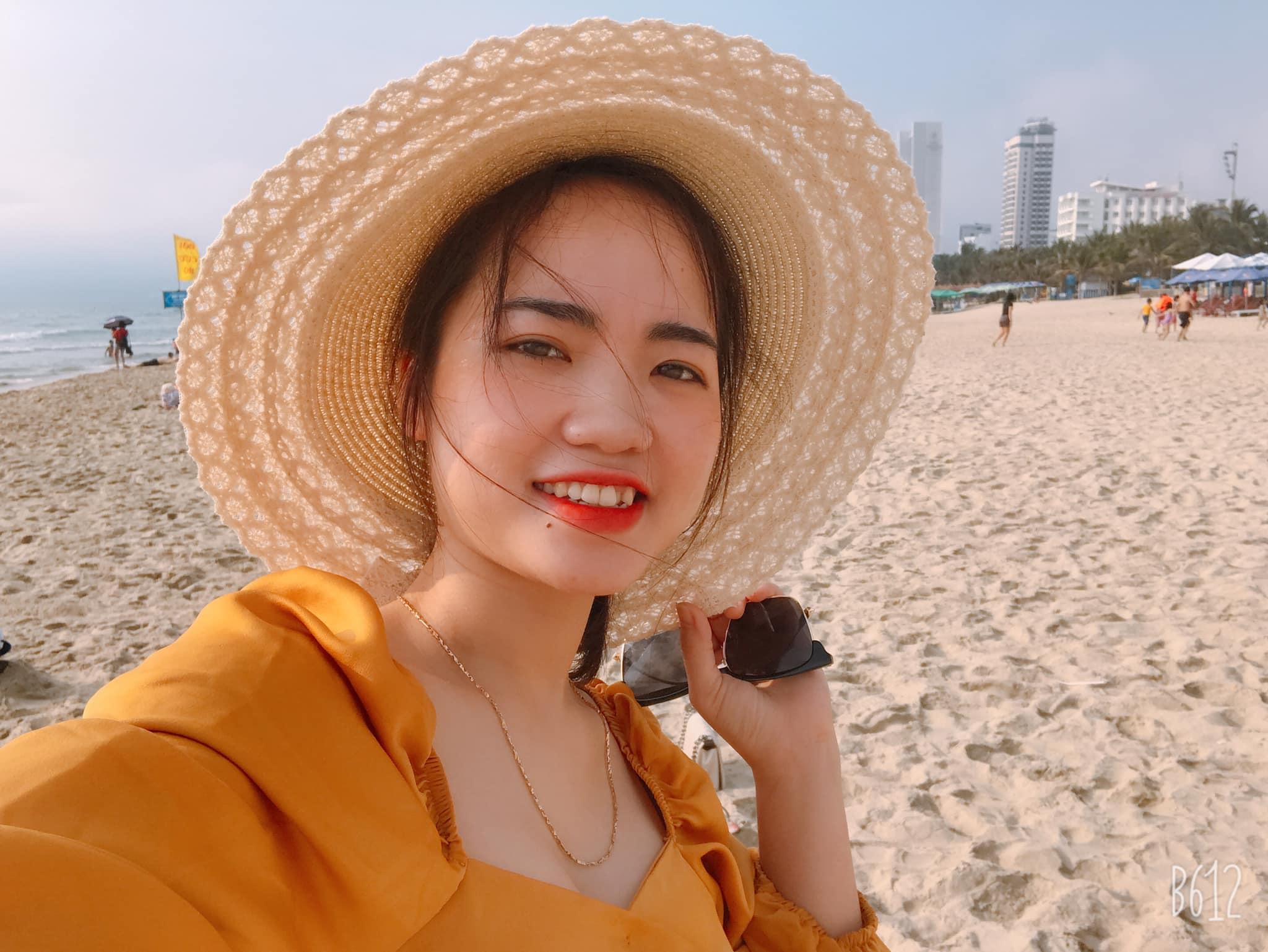 Người đẹp cũng có sở thích đi du lịch, cô mong muốn sẽ có cơ hội đặt chân đến nhiều miền đất mới để hiểu thêm về văn hóa, con người cũng như mở mang vốn sống. Bên cạnh đó, cô thích xem thể thao và đặc biệt bóng đá Việt Nam, cô còn là fan của tiền vệ Lương Xuân Trường.