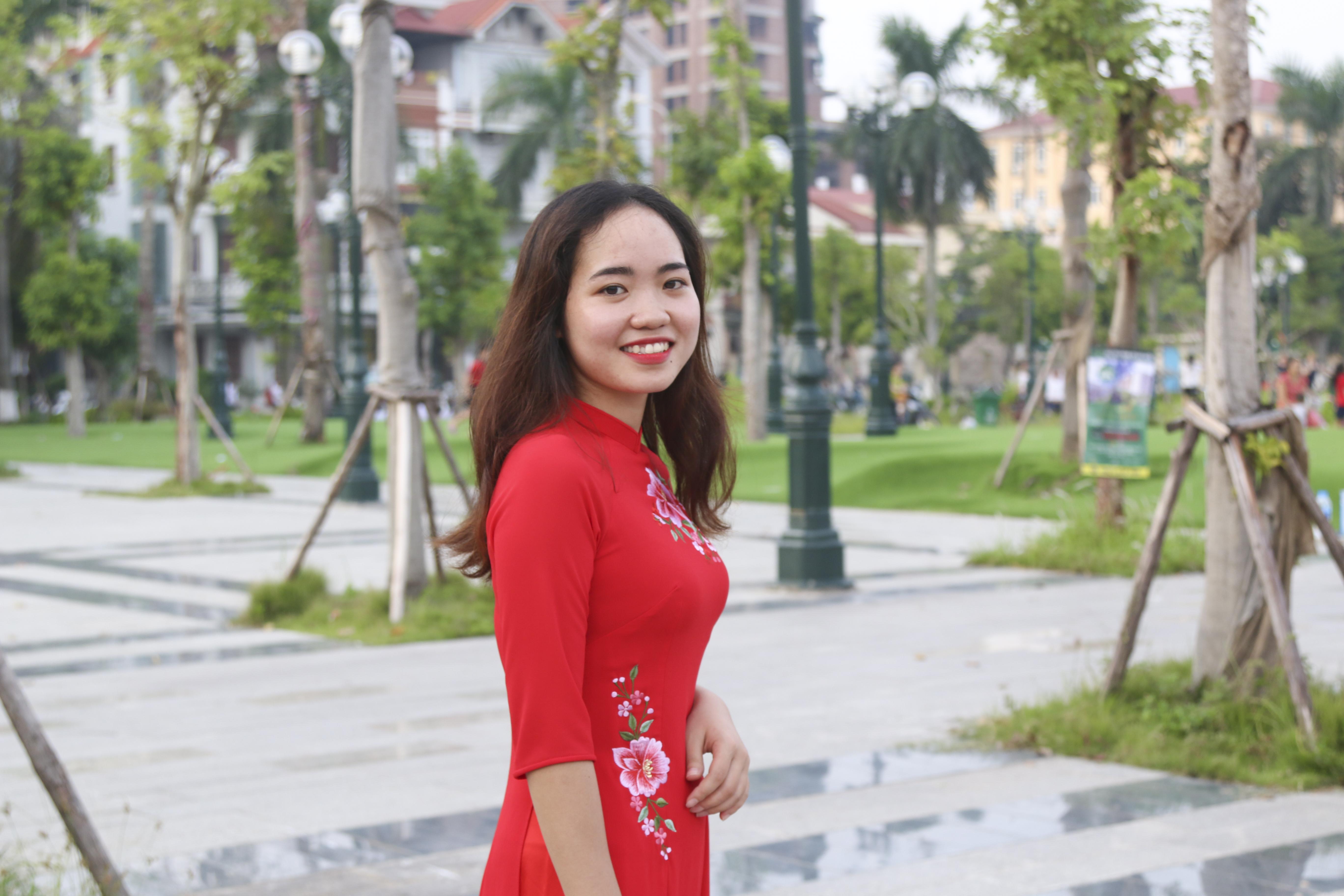Nguyễn Thị Thảo - giao dịch viên quầy Từ Sơn chi nhánh Bắc Ninhđược nhiều người yêu mến bởi tính cách thân thiện, hòa đồng và đặc biệt là nụ cười tươi như nắng tỏa mùa thu.