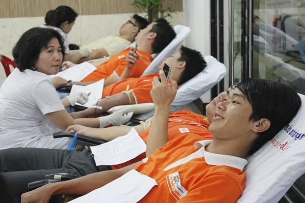 Mỗi năm, người F tổ chức nhiều đợt hiến máu.