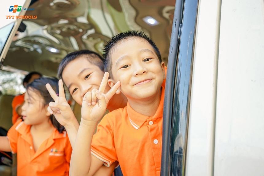 Buổi học luôn tạo sự hưng phấn và vui vẻ cho các học sinh. Bên cạnh trang kỹ năng bổ ích, học sinh còn sớm trải nghiệm những chức năng cơ bản của ô tô. Tiểu học, THCS và THPT FPT cơ sở Đà Nẵng cũng đưa ra những biện pháp giám sát, quản lý chặt chẽ đối với hoạt động đưa đón học sinh của đơn vị; tập huấn, hướng dẫn lái xe và người đưa đón học sinh các nội dung liên quan đến công tác bảo đảm an toàn giao thông....