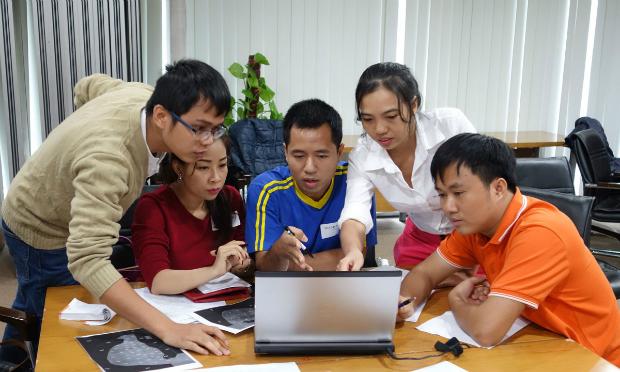 Cuộc thi tìm hiểu về FPT (FQ) nhằm tạo ra sân chơi bổ ích giúp CBNV nâng cao hiểu biết về văn hóa, lịch sử, con người FPT và trau dồi thêm kiến thức về công nghệ. Ảnh: C.T.