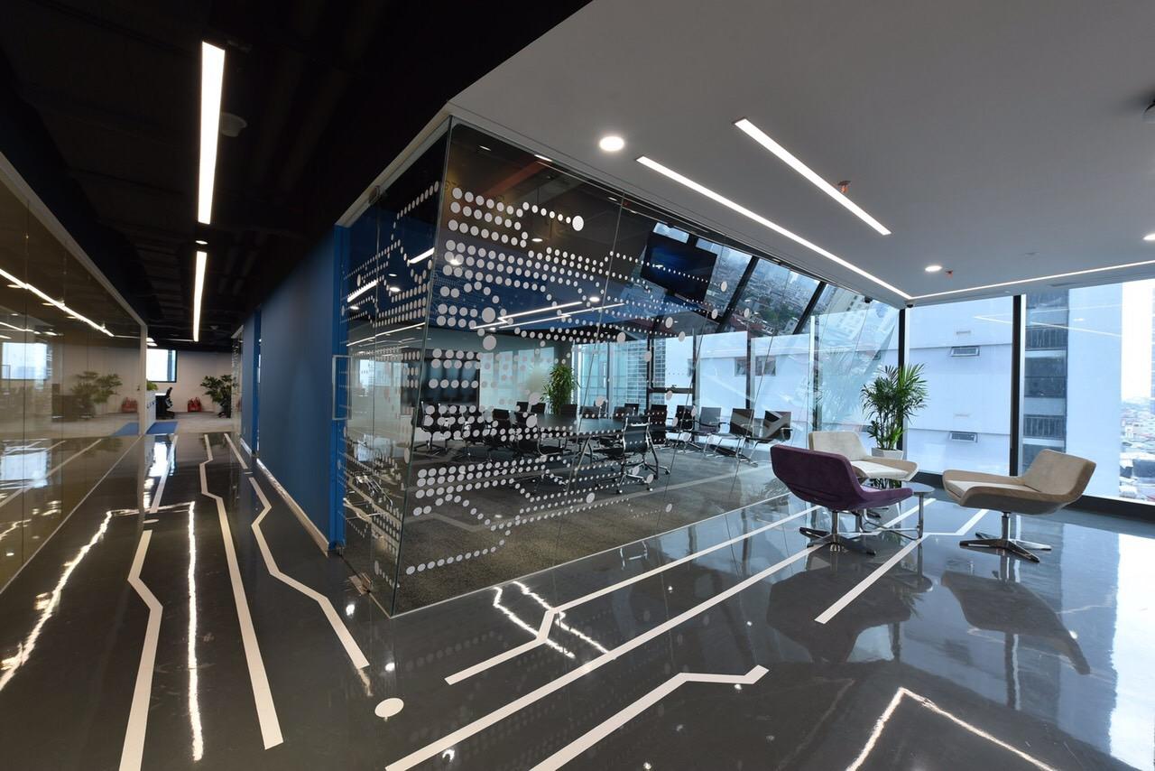 Văn phòng mới của công ty có diện tích mặt sàn là 1.218 m2, diện tích sử dụng 929 m2. Các tầng được bố trí phòng làm việc, phòng họp, các khoang ODC theo yêu cầu bảo mật của FPT Software.