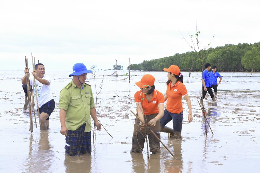 Dự án dự kiến trồng 10.000 cây bần để giữ đất, giữ bờ cho diện tích khoảng 4ha khu vực cửa biển Định An, riêng đợt này trồng trước 2.000 cây.Chương trình giúp chống sạt lở cửa sông, tăng diện tích rừng ngập mặn phòng hộ nhằm bảo vệ môi trường, đa dạng sinh học, chống xói lở và cố định các bãi bồi ven biển. Việc thu hoạch trái bần, nuôi trồng thủy sản sẽ giúp tặng cơ hội phát triển sinh kế từ rừng ngập mặn cho người dân địa phương.