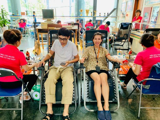 Người F hiến máu tại tòa 17 Duy Tân. Ảnh: Hải Vân