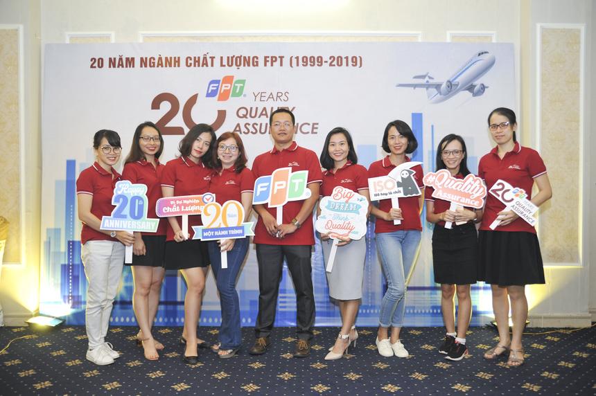 Tối 19/9, đông đảo CBNV khối đảm bảo chất lượng (QA) đã có mặt tại gala dinner kỉ niệm 20 năm QA FPT. Sự kiện diễn ra tại Tràng An Palace, Hà Nội.