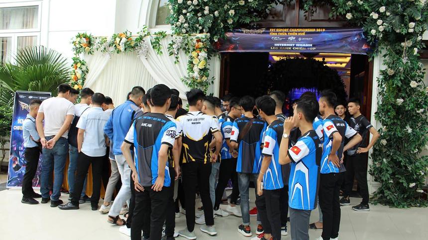 Ngày 22/9, FPT eSport Championship 2019 khu vực miền Trung đã diễn ra tại Trung tâm sự kiện Thiên Phú, 22 Tản Đà, TP Huế. Sự kiện thu hút hàng trăm người đam mê môn thể thao điện tử tham gia.