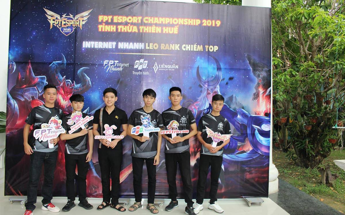 Những đội chơi được Ban tổ chức hướng dẫn tận tình. FPT Telecom Huế cũng huy động CBNV để tham gia hỗ trợ và giám sát các đội chơi.