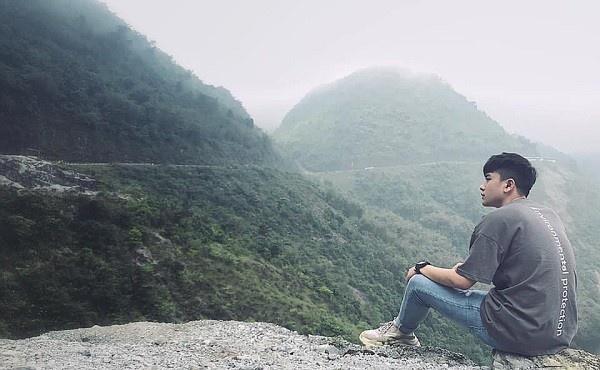 Được biết, tấm ảnh này được chụp cách đây 1 năm, trong thời gian nam sinh trường FPT - Việt Hoàng học quân sự tại Xuân Hoà.