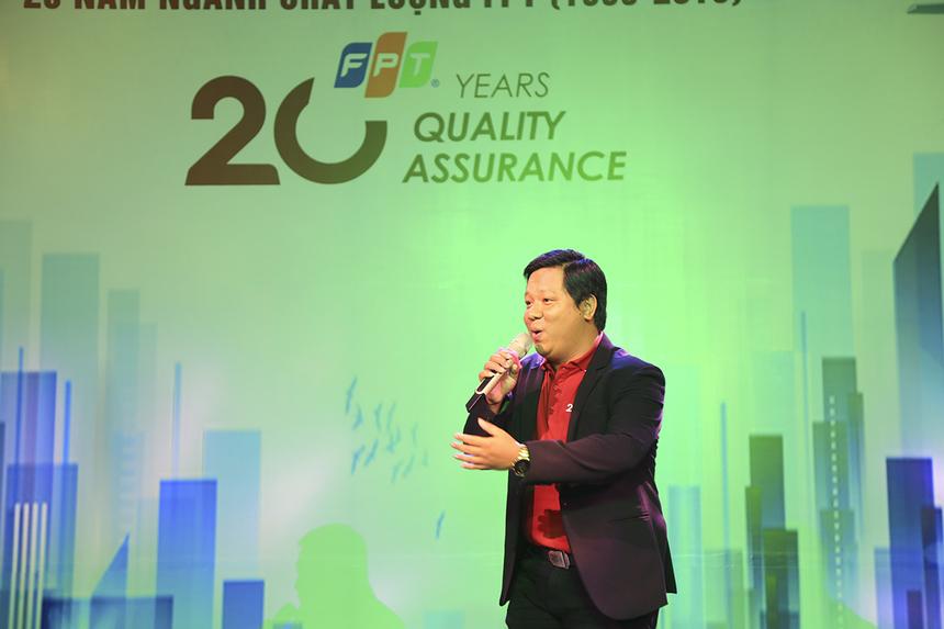 Anh Trần Phước Thịnh (FPT Telecom) mang đến giọng ca trầm ấm trong tiết mục đơn ca. Là thành viên đội văn nghệ nhà F phía Nam, anh Thịnh là giọng ca đã quen mặt trong nhiều chương trình âm nhạc.