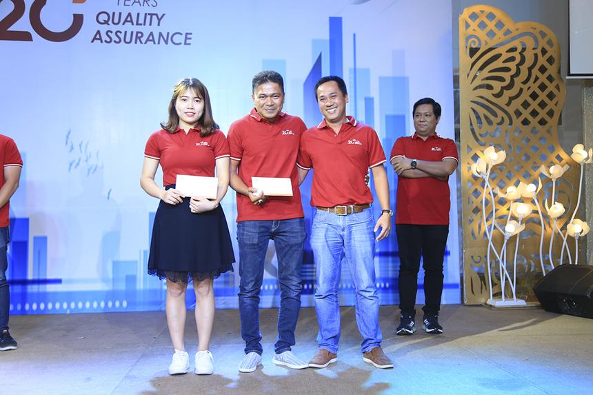 BTC cũng tiến hành trao các giải thưởng cho phần minigame online được tổ chức trên workplace từ ngày 10-17/9 cho chị Phùng Thị Xuân Huyền và anh Nguyễn Trường Sơn đều đến từ(FPT Software).