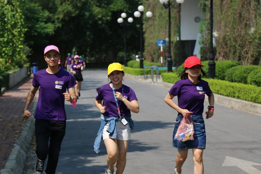 Phần chạy bộ là bước khởi động tinh thần cho mọi người và đội nào tập hợp thành viên nhanh, đông đủ sẽ được cộng điểm. Điều kiện của chương trình khiến các thành viên của FGC luôn nhanh chân dẻo bước với những bước chạy bộ của mình.