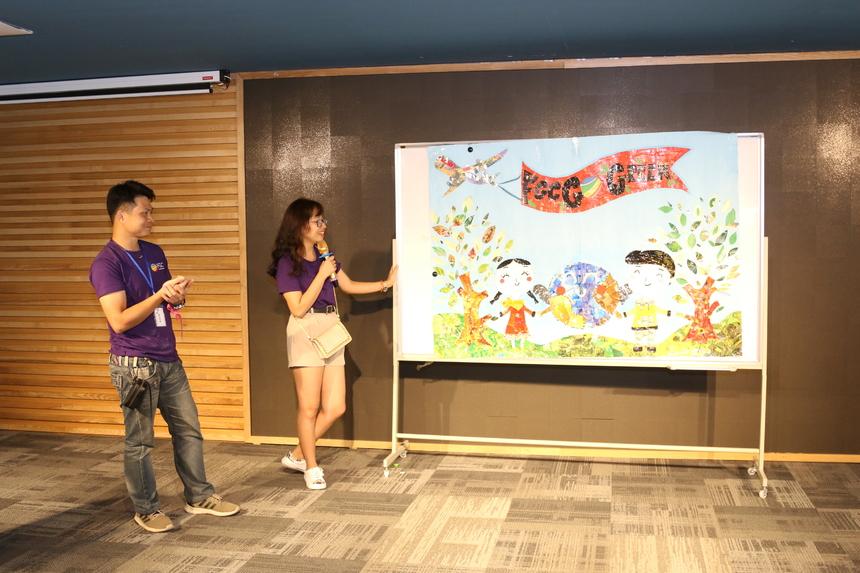 Sau giờ nghỉ trưa, các đội tiếp tục với các phần chơi tại phòng Anh Sáu. Các đội có 3 phút để trình bày về ý tưởng, nội dung sáng tạo của backdrop. Sản phẩm dự thi của các đội đã chuẩn bị trước đó bằng các vật liệu bỏ đi.