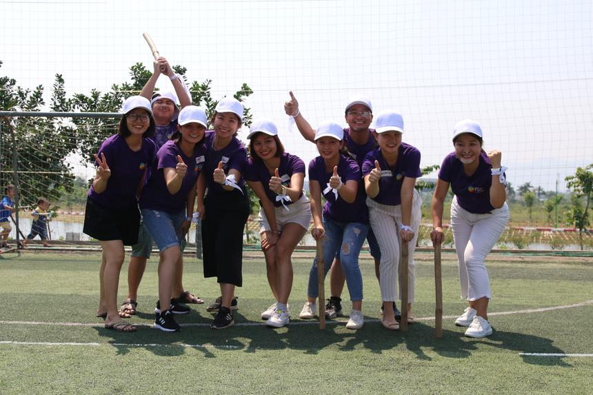 Và đội trắng dành chiến thắng trong chương trình buổi sáng.Dù thời tiết khá nắng, nhưng các thành viên của FGC đều rất hào hứng và tham gia nhiệt tình các phần chơi mà BTC của chương trình đã chuẩn bị rất công phu.