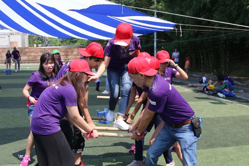 Sau khi hoàn thành 3 phần chơi đầu, các thành viên trong đội phải chung tay đồng đội để thực hiện thách thức tiếp theo là 'Rước nàng về dinh', trò chơi đòi hỏi tinh thần tập thể cao. Năm đội tham gia đã có dịp vận dụng hết trí tuệ, sự dẻo dai, sức bền để vượt qua những thử thách khó khăn của ban tổ chức. Tuy các thành viên đều cảm thấy thấm mệt nhưng ai nấy đều vui vì được hiểu nhau hơn, gắn bó với nhau hơn qua tương tác trong trò chơi. Mọi rào cản, e ngại giữa các đơn vị đã thực sự được phá bỏ.