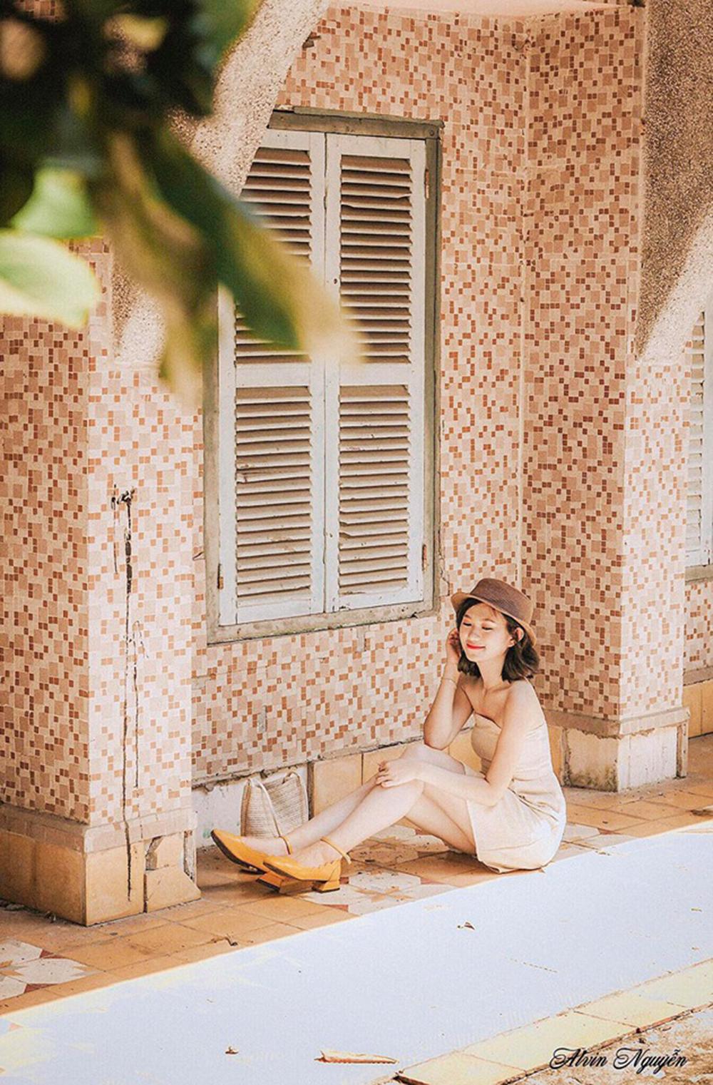 """Đinh Huỳnh Bảo Lộc hiện là nhân viên Chăm sóc khách hàng của FPT Telecom Bình Định. Nữ nhân viên từng giành vương niệm cuộc thi """"Bông hậu FTEL"""" vào năm 2018."""