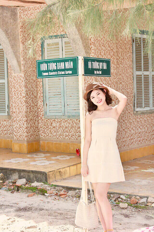 Bảo Lộc sinh năm 1995 tại TP Quy Nhơn, tỉnh Bình Định. Cô gái gia nhập FPT Telecom Bình Định vào tháng 9/2017. Hơn 1 năm làm việc, nữ nhân viên cảm nhận được môi trường làm việc năng động và văn hóa đặc sắc tại FPT.