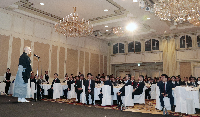 Là người có nhiều kinh nghiệm trong đào tạo và am hiểu văn hóa Việt do có thời gian dài sống và làm việc tại FPT Việt Nam, thầy Hiệu trưởng Kuroda cho biết khóa đầu tiên đạt tỷ lệ 100% đỗ visa, với 13 học viên. Đây là thành tích ấn tượng đối với 1 trường Nhật ngữ mới thành lập.
