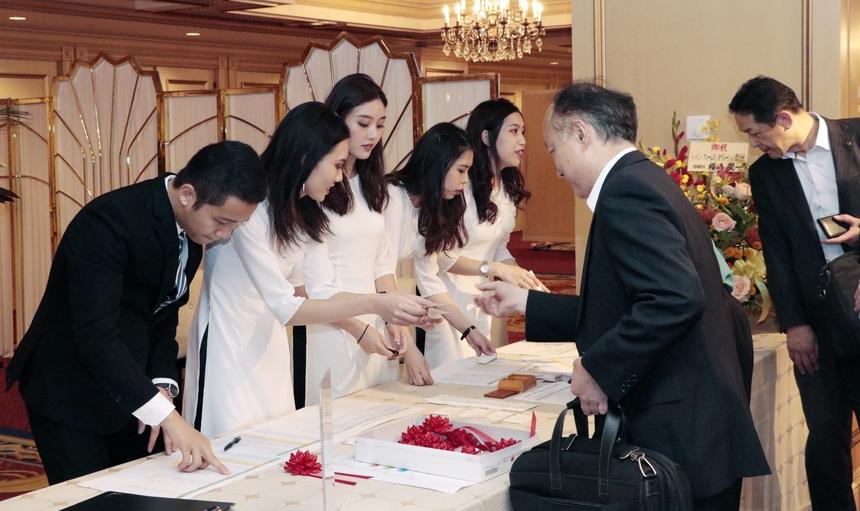 Lễ khai trương Học viện FPT Japan (tên thường gọi là Trường Nhật ngữ FPT) diễn ra vào chiều ngày 2/10 tại Tokyo.Tham dự buổi lễ có Đại sứ Việt Nam tại Nhật, lãnh đạo FPT Software và gần 100 khách mời là đại diện các doanh nghiệp, trường đào tạo tại Nhật.