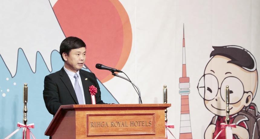 Sau 14 năm hoạt động, FPT Japan đã trở thành công ty CNTT nước ngoài có quy mô nhân sự lớn nhất tại Nhật Bản, với hơn 1.600 nhân viên làm việc tại 11 văn phòng, trung tâm phát triển và trung tâm đào tạo trên khắp nước Nhật, hơn 8.000 nhân sự tại Việt Nam.Việc thành lập Trường Nhật ngữ, giúp FPT Japan là bước đệm quan trọng để FPT Japan hiện thực hóa mục tiêu trở thành một trong 20 doanh nghiệp công nghệ lớn nhất Nhật Bản trong 3 năm tới, với 3.000 nhân sự làm việc trực tiếp tại Nhật và đưa doanh số từ thị trường này chạm mốc 500 triệu USD.
