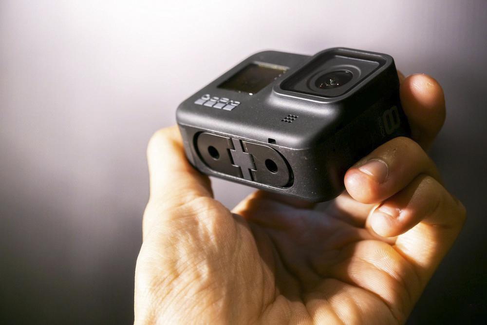 Tính năng chống rung trên sản phẩm được nâng cấp lên HyperSmooth 2.0 cho chất lượng ghi hình đạt một tầm cao mới. Tính năng sử dụng được ở tất cả tỷ lệ khung hình và độ phân giải, hỗ trợ thêm chế độ Boost cùng khả năng Horizon Leveling (cân bằng đường chân trời) khi sử dụng ở tốc độ quay có độ rung cao.