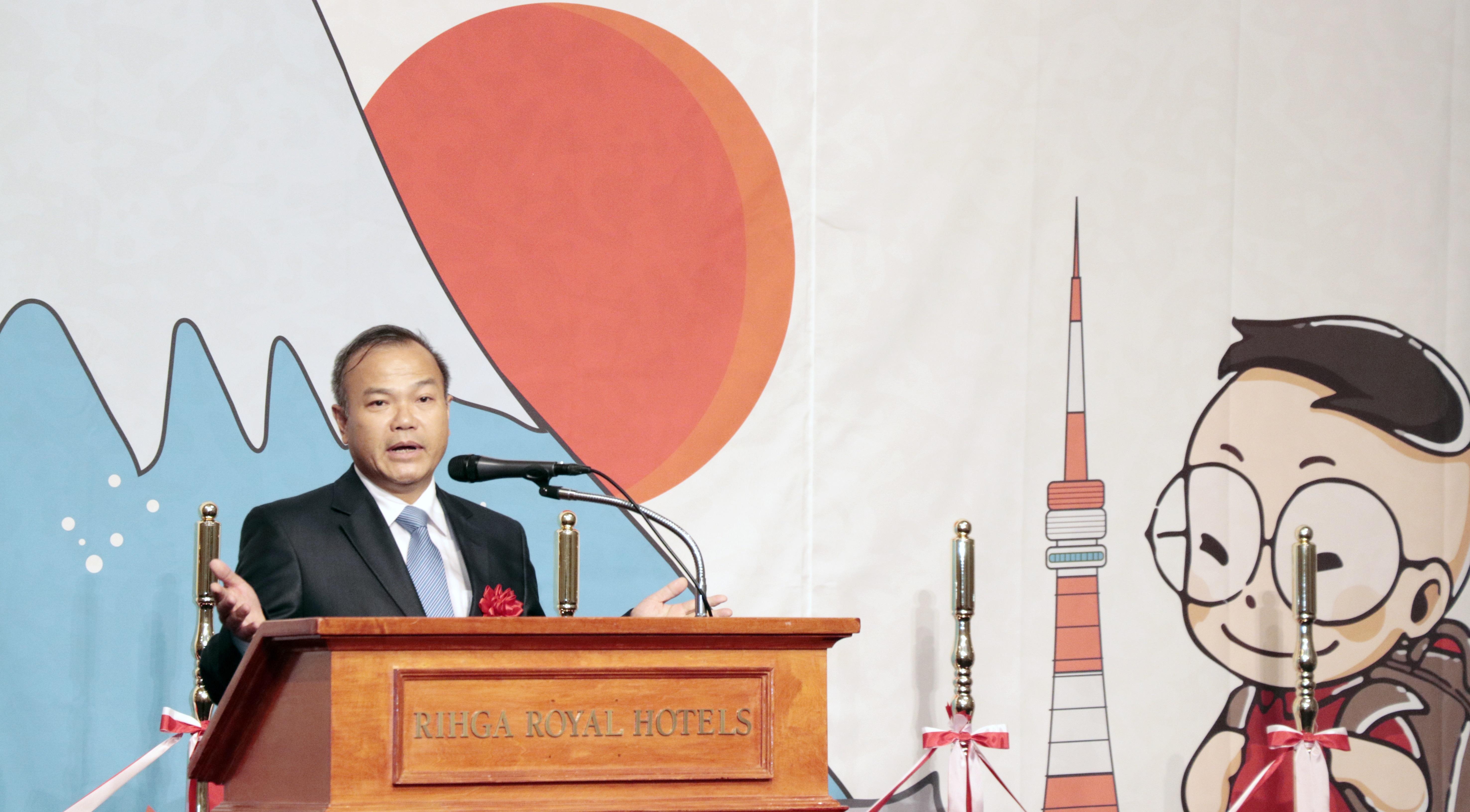 """Chúc mừng FPT Japan, Đại sứ Vũ Hồng Nam chia sẻ, với việc mở trường tiếng, FPT đã và đang đào tạo mỗi nhân viên trở thành đại sứ văn hóa của Việt Nam hòa nhập nhanh với văn hóa, xã hội của Nhật Bản. Sự trưởng thành của FPT Japan kèm theo niềm tự hào và phát huy sự nổi tiếng của người Việt Nam đối với các bạn Nhật Bản. """"Tôi nhận thấy FPT như một dòng sông luôn chảy, không một ngày nào tôi gặp FPT cũ, FPT luôn mới"""", Đại sứ nói."""