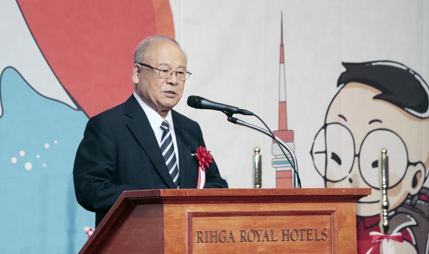 Ngài Tsutomu Takabe, nguyên Bộ trưởng Nông Lâm Thủy sản Nhật Bản, cho rằng,để người dân dễ dàng hoà nhập với bản địa thì ngôn ngữ là yếu tố không thể thiếu. FPT đã ý thức được việc đó bằng việc mở ra một trường tiếng Nhật ngay trên đất Nhật. NgàiTsutomu Takabehy vọng cùng với sự ủng hộ của các đối tác, FPT sẽ ngày càng phát triển và đóng góp lớn vào sự hưng thịnh của hai quốc gia Nhật Bản - Việt Nam.