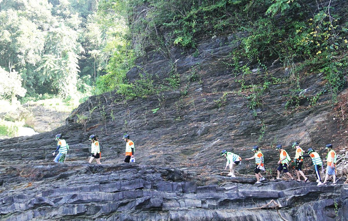 4 đội tiếp tục vượt qua đoạn đường núi để đến với chặng thuyềncadac. Hầu hết các thử thách đều yêu cầu tinh thần đồng đội và độ chính xác của tất cả thành viên.