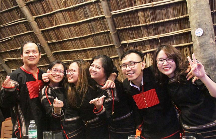 Đêm Gala Dinner còn là dịp để những người làm công tác phong trào trên mọi miền gặp mặt và giao lưu. Họ cũng tranh thủ thời gian tâm sự và chia sẻ những mục tiêu chung cho chặng đường phát triển văn hóa sắp đến. Văn hóa FPT được hình thành ngay từ thuở phôi thai của tập đoàn và luôn phát triển trong suốt ba thập kỷ qua. FUN chính thức trở thành một ban chức năng trực thuộc tập đoàn từ năm 2012 với nhiệm vụ: Xây dựng và phát huy tinh thần FPT, bảo tồn và phát triển văn hóa FPT; Tổ chức các hoạt động truyền thống, các sự kiện mang tính cộng đồng ở cấp FPT trong các lĩnh vực văn hóa, thể thao, sinh hoạt cộng đồng và các hình thức hoạt động giao lưu của FPT...