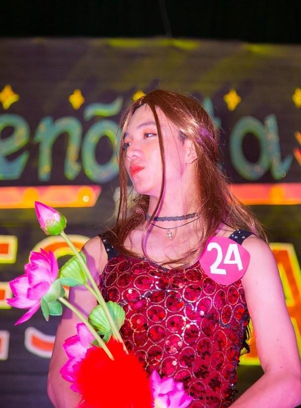 Thí sinh Nguyễn Bảo Ngọc (SBD 24), lớp PC1560, trung đội 22 hiện đang học ngành Kỹ thuật phần mềm ở ĐH FPT. Bảo Ngọc tiết lộ có một người em sinh đôi nên quyết định đi thi để thử xem sau khi giả gái cả 2 có giống nhau không.