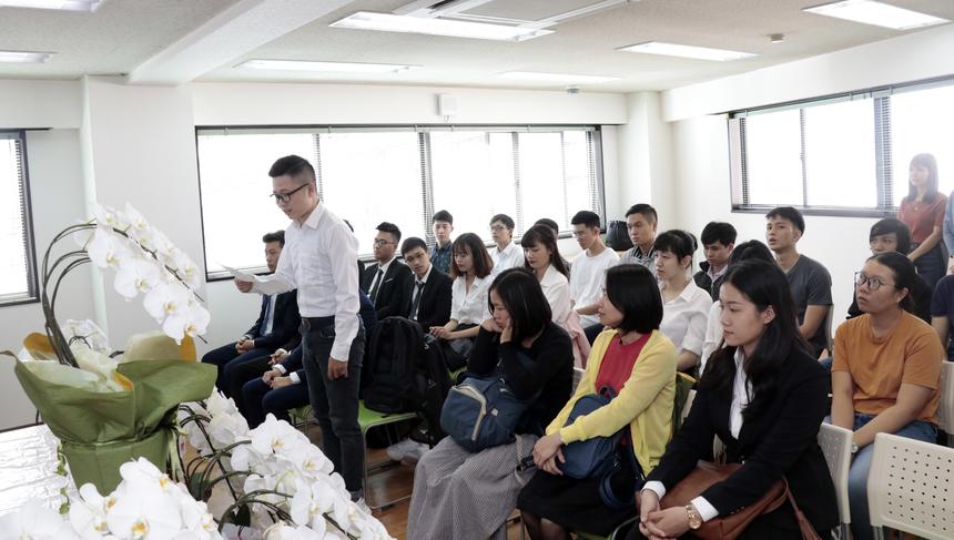 """Đại diện các học viên, Lưu Quang Hà (10K BrSE) cho biết, khai giảng ở Học viện FPT Japan rất khác biệt so với các buổi lễ anh từng trải qua. Ngày hôm nay, đánh dấu một bước ngoặt lớn trong cuộc đời của 26 học viên. """"Chúng em sẽ nỗ lực học tập, hòa nhập nhanh với môi trường sống nơi đây"""", Hà nói."""