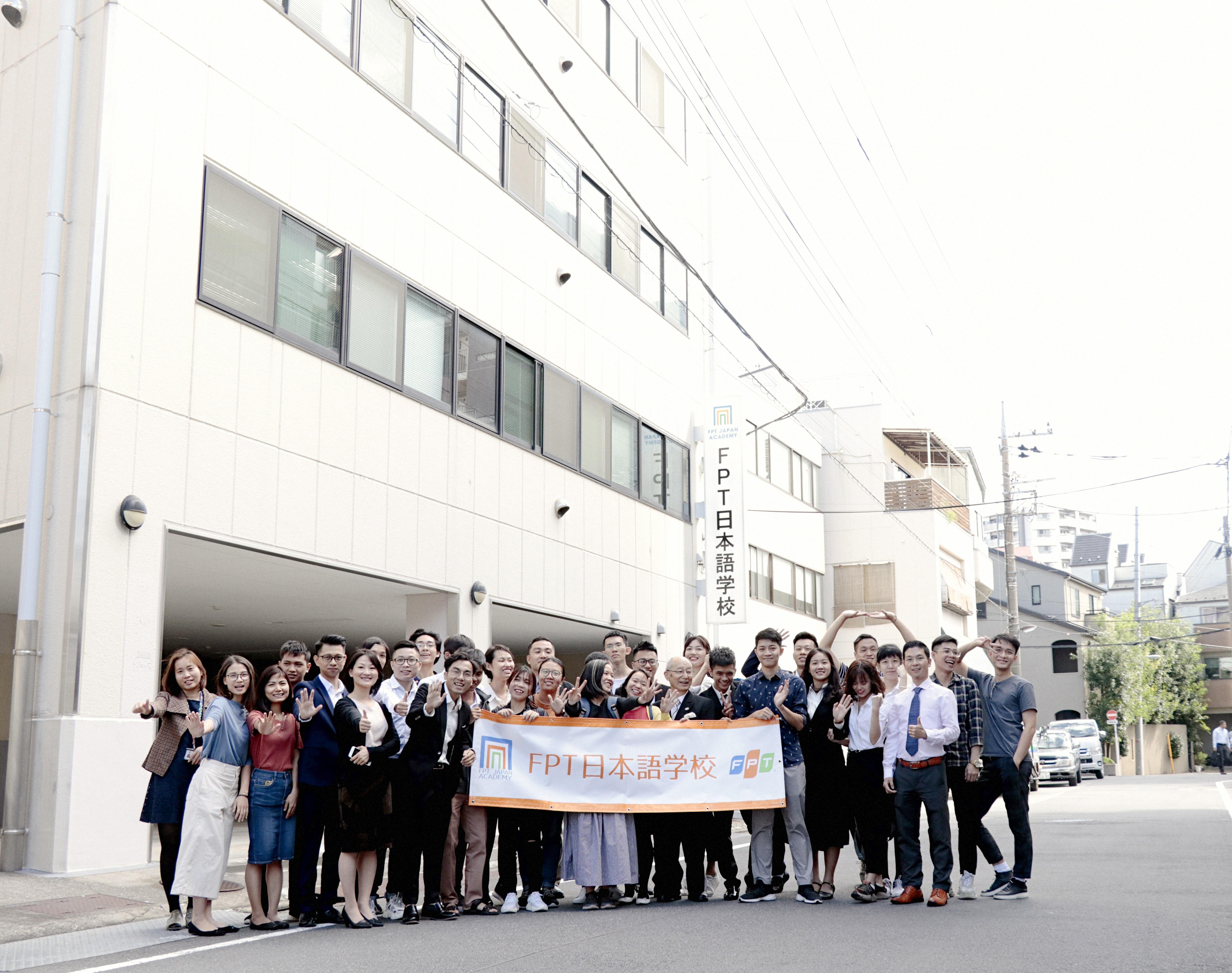 Trong thời gian tới, Học viện FPT Japan sẽ kết hợp với các doanh nghiệp để định hướng nhu cầu nguồn lực trong 2-3 năm tiếp theo, nhằm đưa vào các chương trình đào tạo gần với nhu cầu sử dụng nguồn lực. Bên cạnh đó, mở rộng phạm vi tuyển sinh ra khỏi Việt Nam. Trước đó lễ khai trương Học viện FPT Japan (tên thường gọi là Trường Nhật ngữ FPT) đã diễn ra vào chiều ngày 2/10 tại Tokyo. Tham dự buổi lễ có Đại sứ Việt Nam tại Nhật, lãnh đạo FPT Software và gần 100 khách mời là đại diện các doanh nghiệp, trường đào tạo tại Nhật.