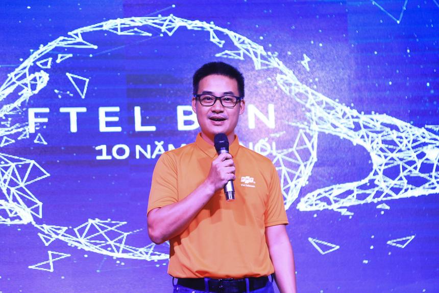 """Chia sẻ với CBVN Bình Thuận nhân ngày sinh nhật, anh Chu Hùng Thắng cho biết mình rất có duyên với Vùng 6 nói chung và Bình Thuận nói riêng, với cuộc họp đầu tiên khi công tác miền Nam là ở Vùng 6 tháng 12/2013 và chi nhánh đầu tiên đến thăm chính là chi nhánh Bình Thuận. Anh Thắng vẫn còn nhớ lần đầu tiên đến đây, anh đã cảm thấy đây là một vùng đất rất khó khăn cho việc kinh doanh. """"Nhưng nhìn anh em, tôi chưa bao giờ thấy không yên tâm. Người FPT Telecom Bình Thuận rất gắn bó, đoàn kết, tinh thần chiến đấu luôn rực lửa"""". Anh Thắng không nghi ngờ gì vào mục tiêu 50.000 phát triển thuê bao đạt được vào năm 2020 với sự quyết tâm, sức trẻ, tinh thần cam kết rất cao của đội ngũ lãnh đạo và nhân viên. """"Các bạn có thể tự hào về các con số phát triển thuê bao 36.000 hay 50.000, và hãy đặt mục tiêu cao hơn như trong vòng 3 năm đạt gấp đôi doanh thu, lợi nhuận"""". Hơn nữa, với quan hệ tốt với chính quyền, khách hàng, cộng đồng địa phương, anh Thắng khuyến khích chi nhánh đặt mục tiêu xa hơn, có ý nghĩa lớn lao với các bạn trẻ như tạo môi trường để nhân viên lập nghiệp trên chính mảnh đất quê hương của mình. Cuối cùng, PTGĐ Chu Hùng Thắng chúc FPT Telecom Bình Thuận luôn là một chi nhánh đi đầu của của Vùng 6, tiếp tục đoàn kết, máu lửa và giành những thành tựu rực rỡ."""