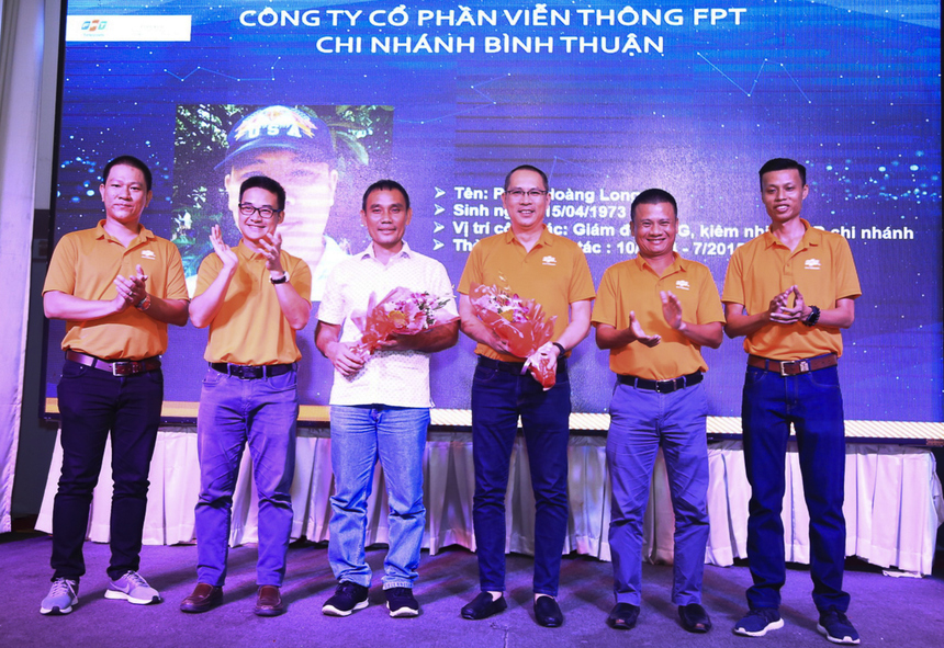 10 năm, qua 6 thế hệ Giám đốc, FPT Telecom Bình Thuận đã có được một loạt con số ấn tượng. Tại tiệc sinh nhật, chi nhánh tri ân các cựu Giám đốc đã góp phần đưa chi nhánh ngày càng phát triển.