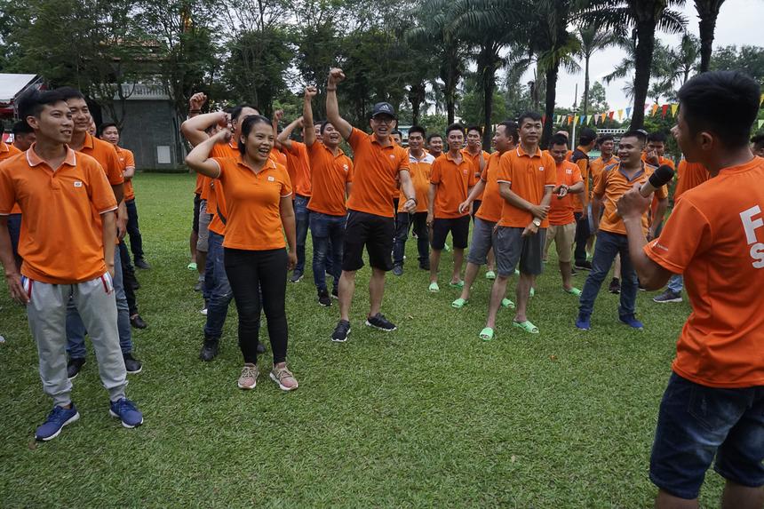 82 trưởng phòng kinh doanh các tỉnh thành phía Nam tập trung thành 6 đội. Từ 16h30, các đội bắt đầu bầu đội trưởng, chọn tên đội cùng slogan.