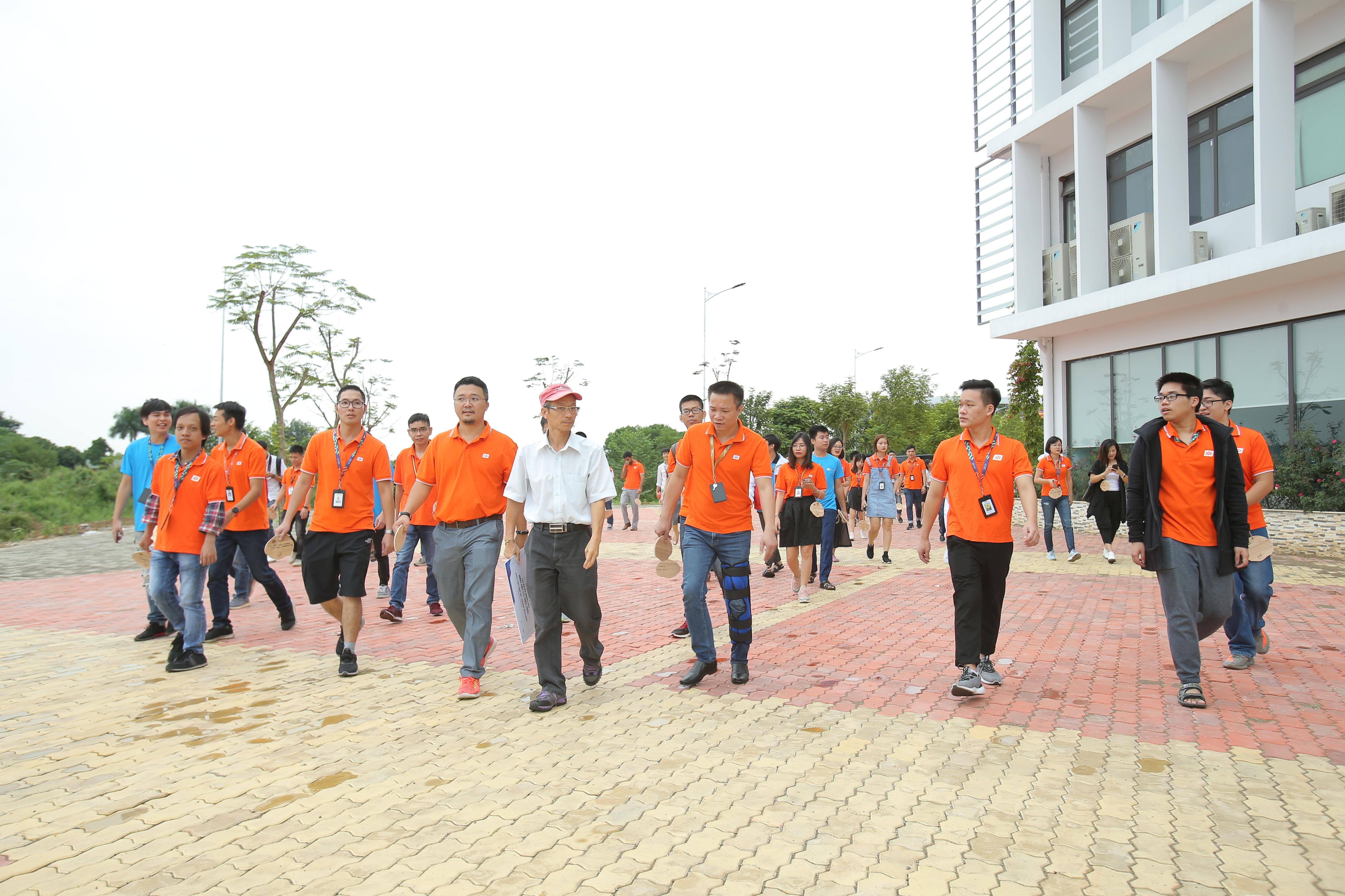Bên đại học có anh Nguyễn Khắc Thành Hiệu trưởng ĐH FPT, anh Nguyễn Khải Hoàn Phó Tổng Giám đốc Fpt Software, anh Phan Mạnh Dần Phó Tổng Giám đốc FPT Software.