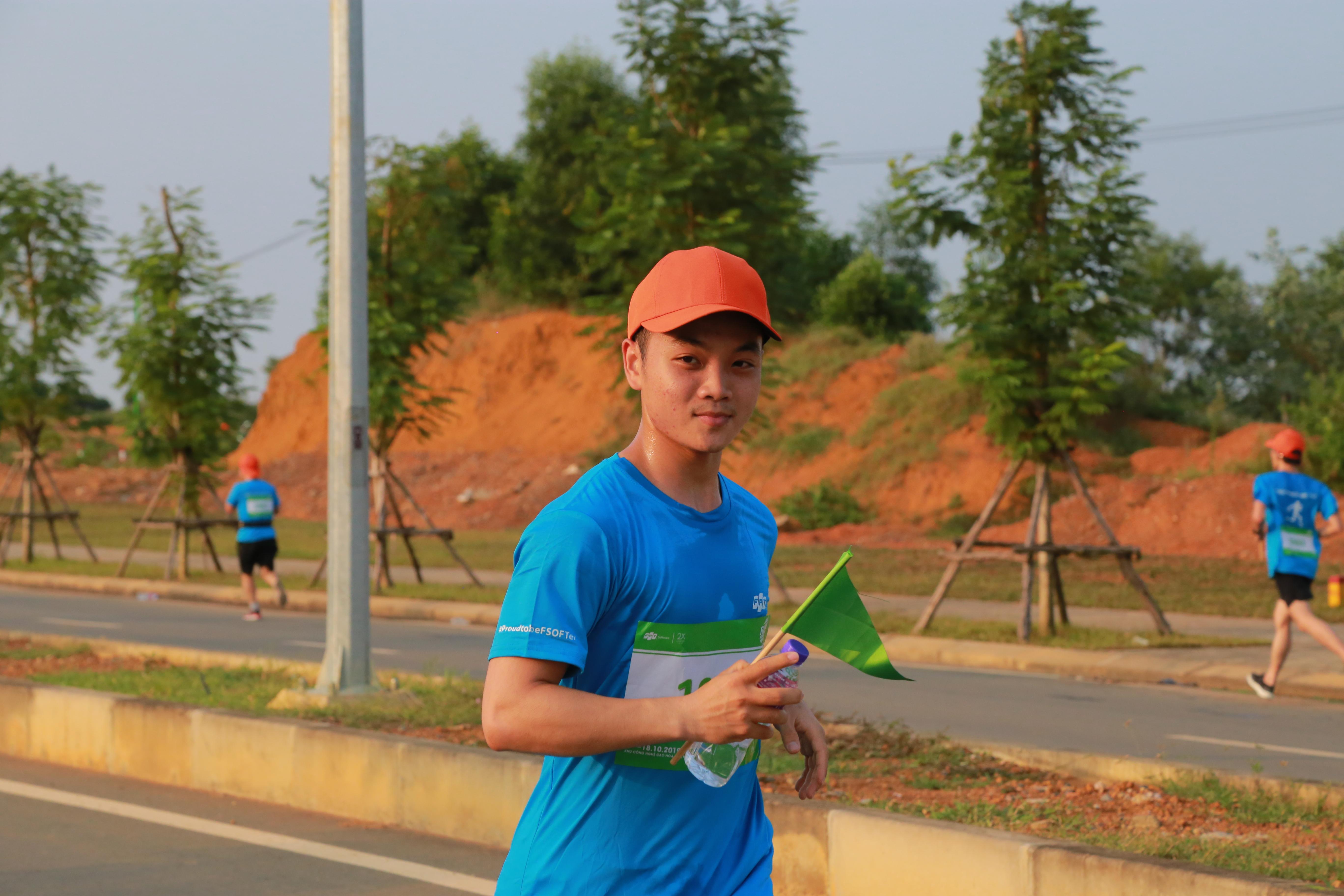 86 vận động viên đăng ký tham gia chạy ở cự ly 20 km, đây là cự ly đường chạy dài đòi hỏi sự kiên trì, bền bỉ của các Runners. Nhóm VĐV này phải chạy 3 vòng hồ, và BTC không dùng chíp tính giờ nên khi hoàn thành mỗi vòng người chạy sẽ được nhận 1 lá cờ.
