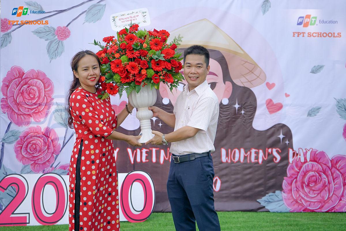 Tiểu học và THCS FPT tại Đà Nẵng chọn khu vườn xinh đẹp trong khuôn viên tòa nhà Massda để tổ chức với không gian nhiều màu sắc và niềm vui dành cho cán bộ, giáo viên nữ của trường.